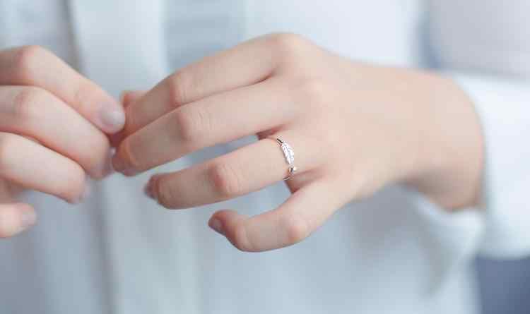 RYOUCUTE จริง 925 เงินสเตอร์ลิง Big Feather แหวนสำหรับผู้หญิงงานแต่งงานเครื่องประดับเปิดปรับขนาดแหวน