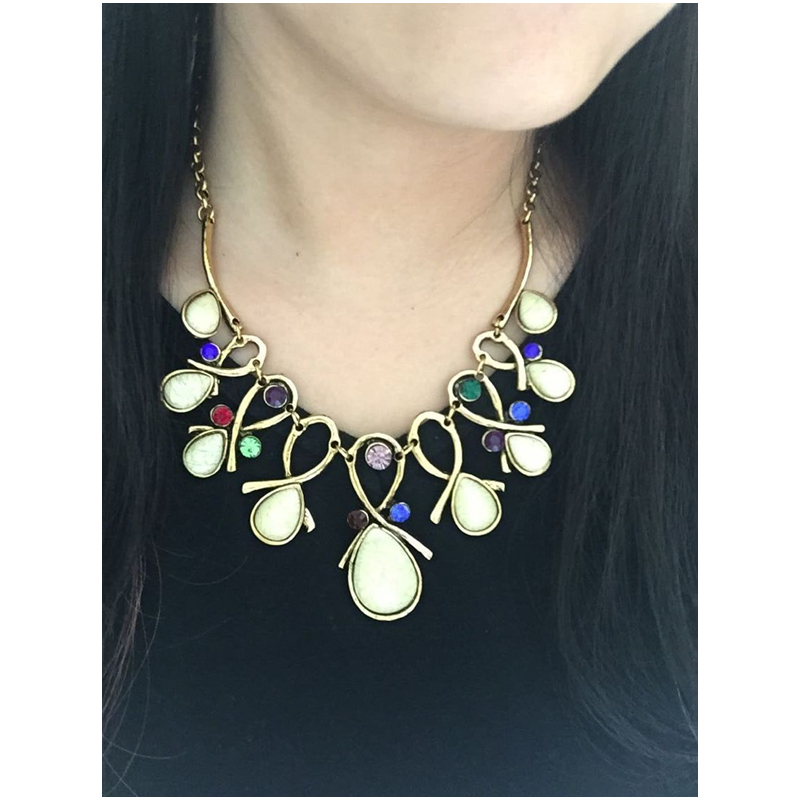 2c57d58e60e CirGen Fashion vintage gold Color Choker chain Resin Crystal Flower Pendant  Statement Collar necklace women Jewelry Item