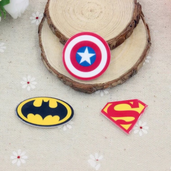 10 шт./лот смолы Капитан Америка Супермен Бэтмен логотип плоской задней cobochon для волос бант центр