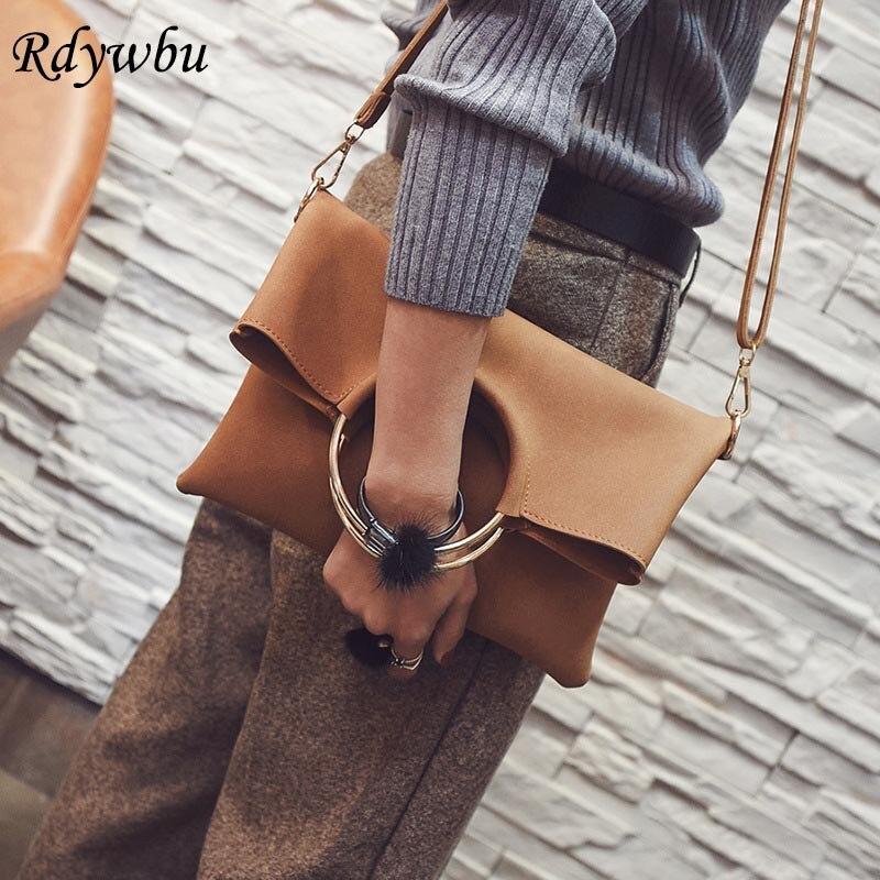 Rdywbu Big Metal Ring Circle Clutch Handbags European Trendy Women Envelope Scrub PU Leather Crossbody Bag New Wrist Bolsa B475 trendy women s clutch with envelope and twist lock design