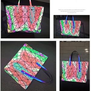 Image 2 - Sac à main holographique laser de grande capacité pour femmes, sac à bandoulière géométrique irrégulière lumineux pour fille, grand sac pour ordinateur portable de bureau