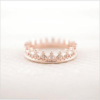Anillo de corona pequeña única de moda solo vende el anillo de estilo europeo y americano para mujer
