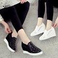 2016 Novo Deslizamento Em Mulheres Sapatos Rasos Sapatos Casuais PU Senhoras Loafers Flats Plataforma Strass branco preto Cor Sapatas Das Mulheres