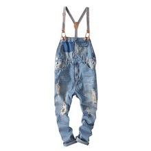 Hip hop streetwear calças jardineiras 2018 Primavera Outono homens Da Moda  macacão jeans jardineiras calças jeans Rasgado para h. 21ba302490b