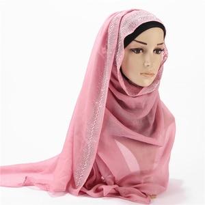 Image 3 - 2020 חדש עיצוב יוקרה נשים צעיף פרל צעיפים ריינסטון כותנה חיג אב צעיפים לעטוף מוצק צבע מוסלמי חיג אב צעיף 10 יח\חבילה