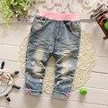 Nova meninas do bebê calças jeans 2017 crianças meninas moda dos desenhos animados jeans rasgados crianças jeans casual calças 6-24 meses!