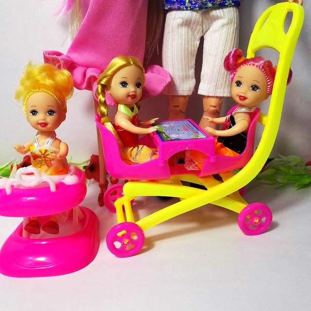 Interactive Cute Plastic 6 People Dolls Family 7 pcs Set