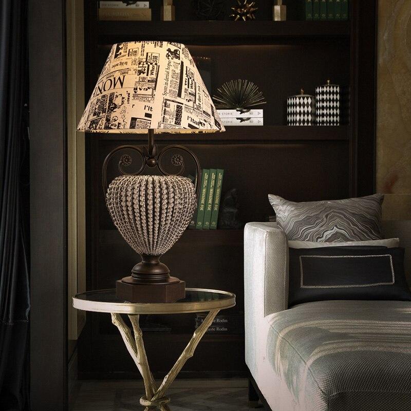 US $338.0 |Paese americano retrò camera da letto lampada da comodino  Inglese graffiti di Cristallo di lusso scrivania studio di lettura lampada  da ...