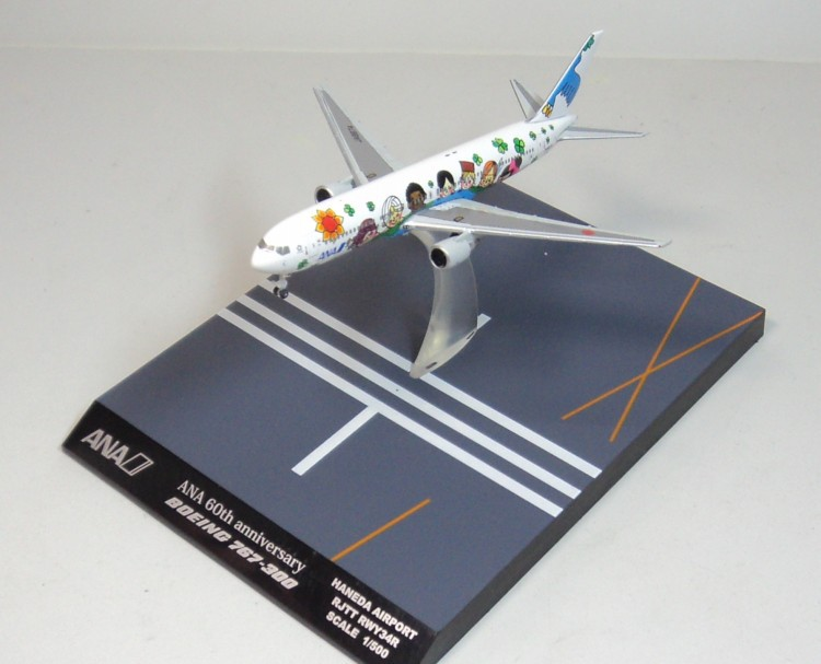 цена HOGAN 1/500 All Nippon Airways ANA 60th anniversary B767-300 Airplane model JA8674 онлайн в 2017 году