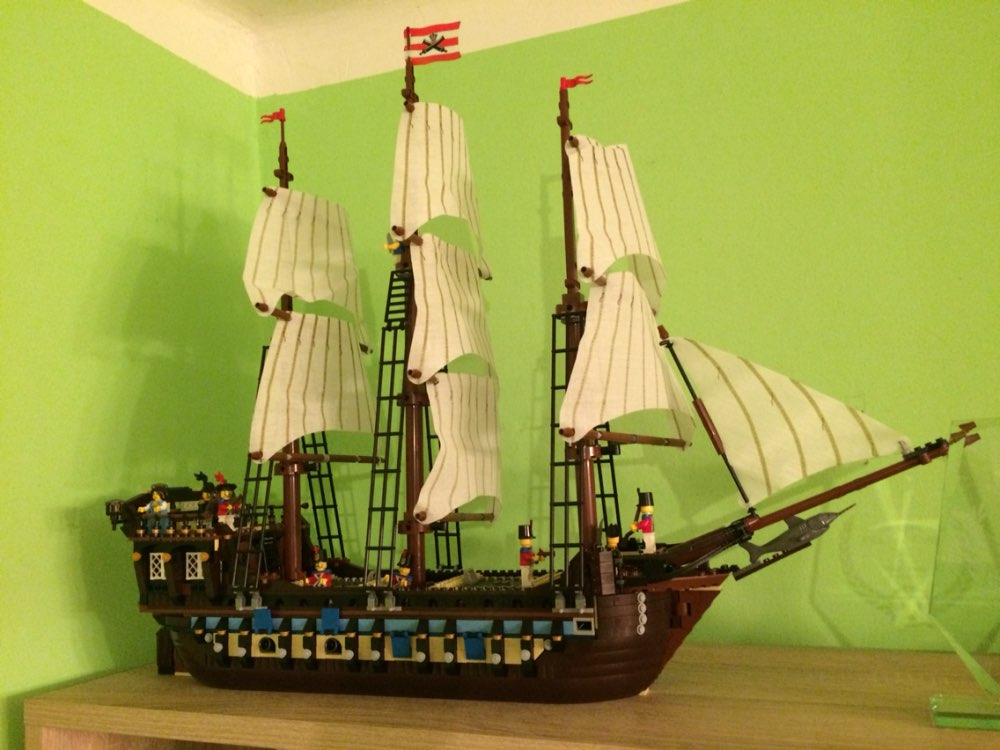 22011 1779pcs Building Blocks Sets Pirate Ship Imperial Warships Compatible 10210 Caribbean Pirate Ship Toys Children 1779pcs large building blocks sets pirate ship imperial warships compatible legoinglys caribbean pirate ship toys for children