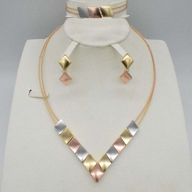 b0d13196e32a9a Neuf de Haute Qualité Dubai Bijoux en or Ensemble collier femmes Mariage  Nigérian perles Africaines personnalisé boucle d'oreille ensemble
