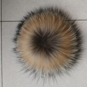 12-15 см натуральный мех животных шляпа помпон ручной работы DIY действительно енот большой шарик для волос Оптовая Продажа шляпа помпон с пряжкой