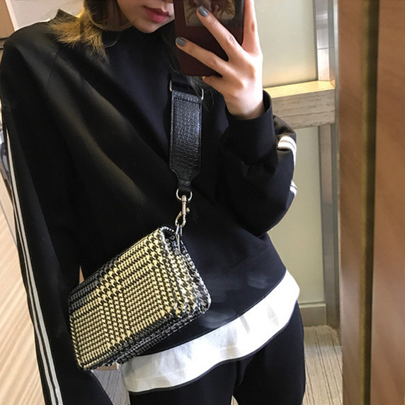 ZHIERNA 2017 New handbags small square bag wide shoulder strap Messenger bag thousands of birds retro shoulder bag