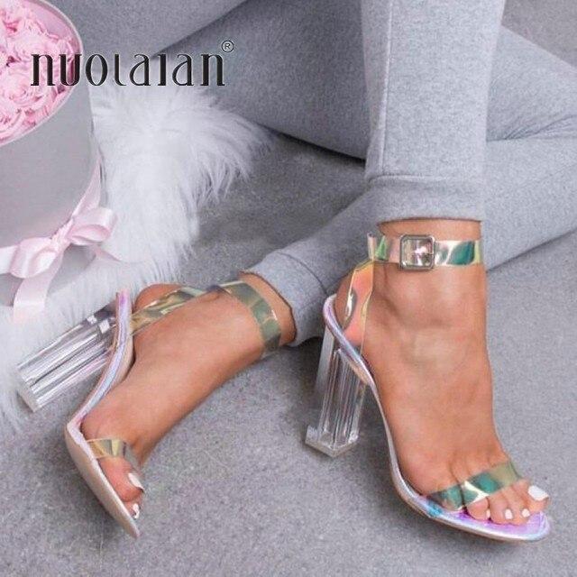 2019 Mulheres Sandálias Sapatos Celebridade Vestindo Estilo Simples e Claro e Transparente de PVC Com Tiras Fivela Sandálias de Salto Alto Sapatos de Mulher