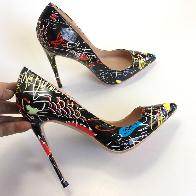 779987c351 Primavera Novos Cores Misturadas Graffiti Mulheres Sexy Sapatos De Salto  Alto Pontudo dedo do pé Das