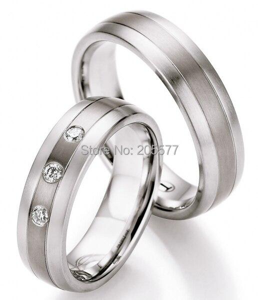 Tailleur personnalisé de luxe fait à la main en acier inoxydable titane CZ pierre bagues de fiançailles bagues de mariage ensembles pour hommes et femmes