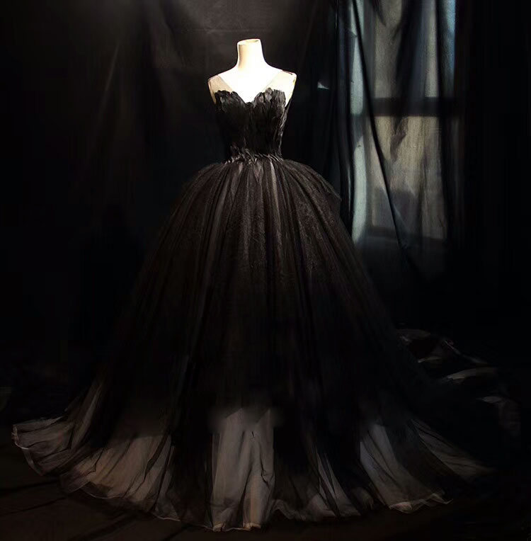 Wedding Gown With Feathers: Gothic Wedding Dress 2019 Fashion V Neck Ball Gown Black