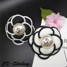 CX-Shirling Big Size Korea Fashion Brooch Female Elegant Black White Flower Brooches Handmade Cloth Pearl Letter