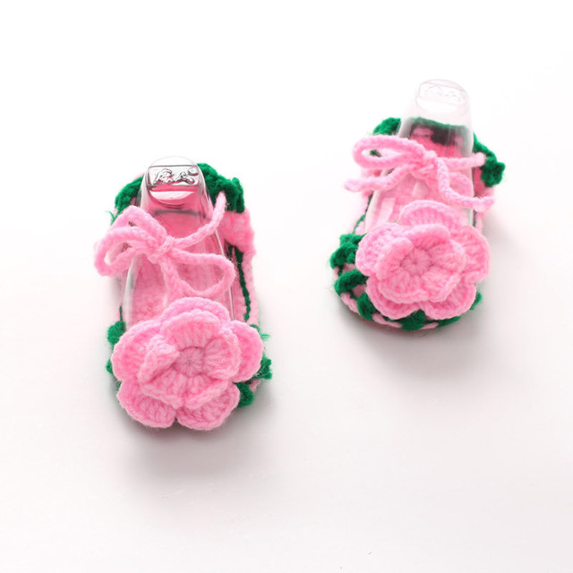Zapatos del bebé del ganchillo del pesebre bebé Niñas flor pajarita ...