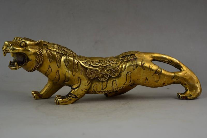 China Collectible Old Handwork Carving Brass Lifelike Fierce Leopard Statue