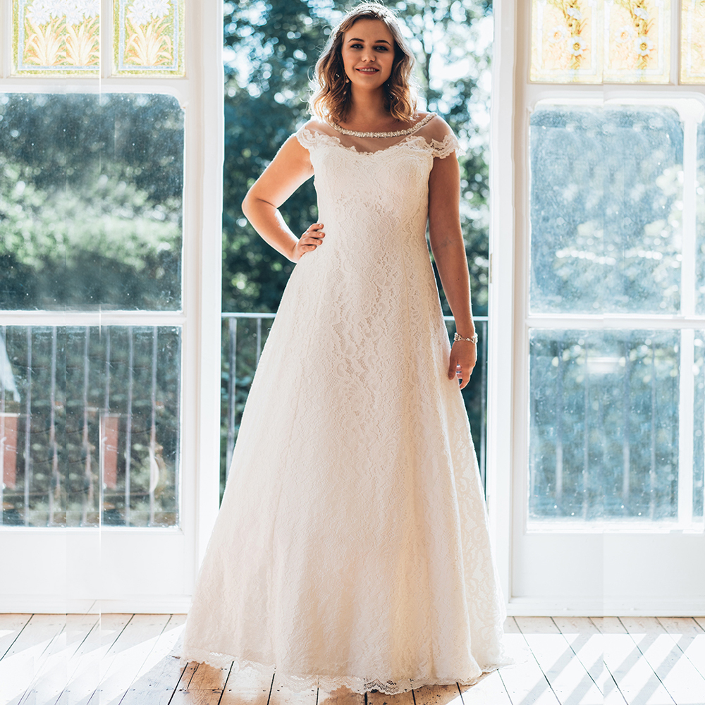 Simple Scoop Cap Sleeves Plus Size Wedding Gowns Beaded Collar See Through A line Lace Bride