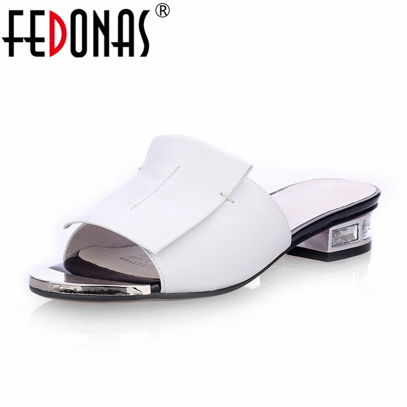 FEDONAS Nouvel Été de Haute Qualité Carré Talons En Cuir Véritable Chaussures Femmes Sandales Dames Plat Blanc Noir À Bout Ouvert Dames Pantoufle