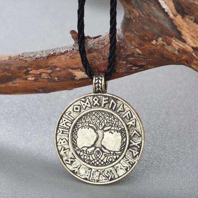 Collier nordique Vikings Runes 2