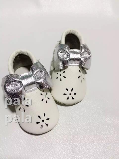 Nuevo bebé de la llegada mocasines con el arco nieve flor franja zapatos de bebé inferiores suaves scarpe neonata butterfully nudo mocasines hechos a mano