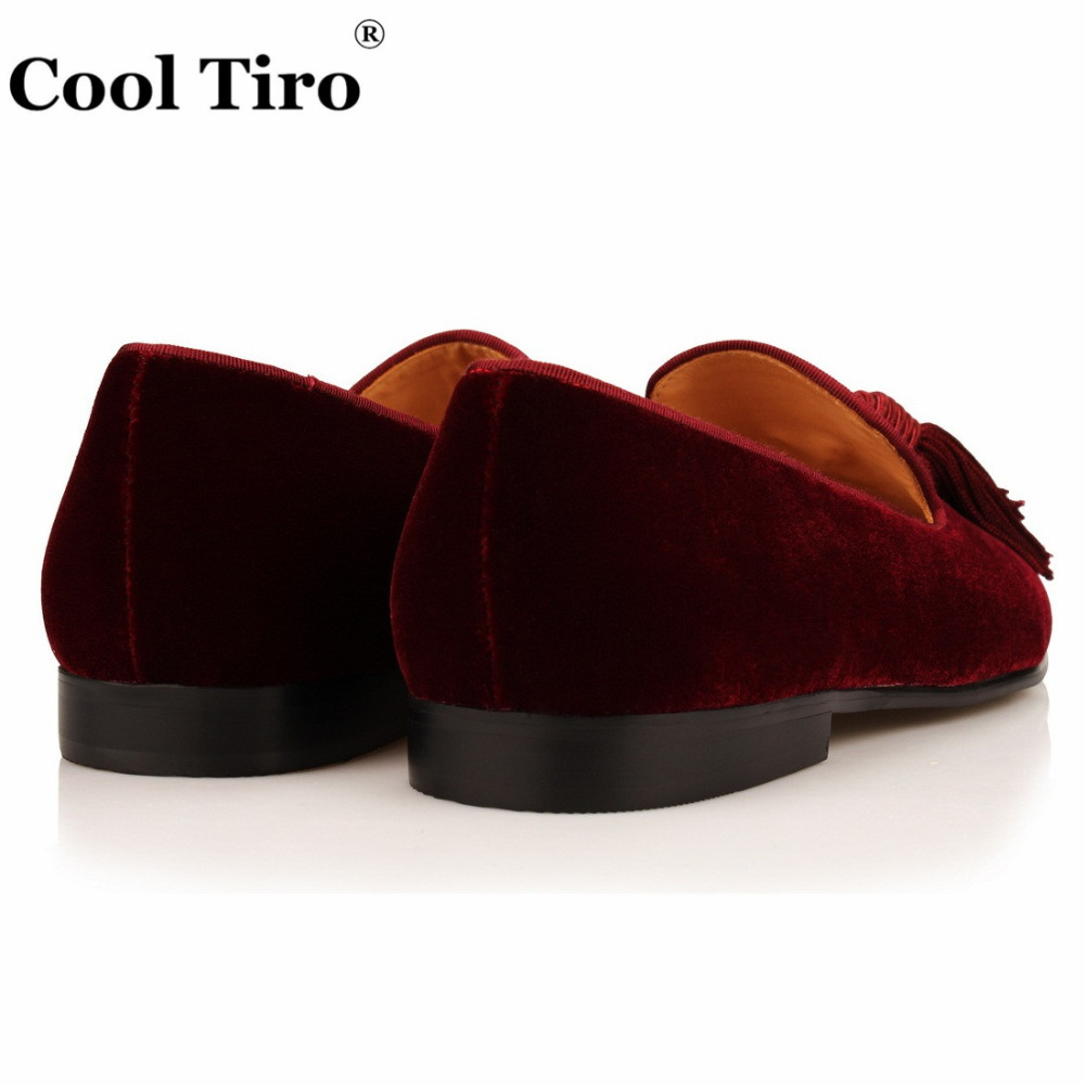 Cool Tiro Burgundy Velvet Loafers Men s Moccasins Tassels SmokingSlippers  Handmade Shoes Wedding Dress Shoes Casual Flats Formal-in Formal Shoes from  Shoes ... 9fe3934403de