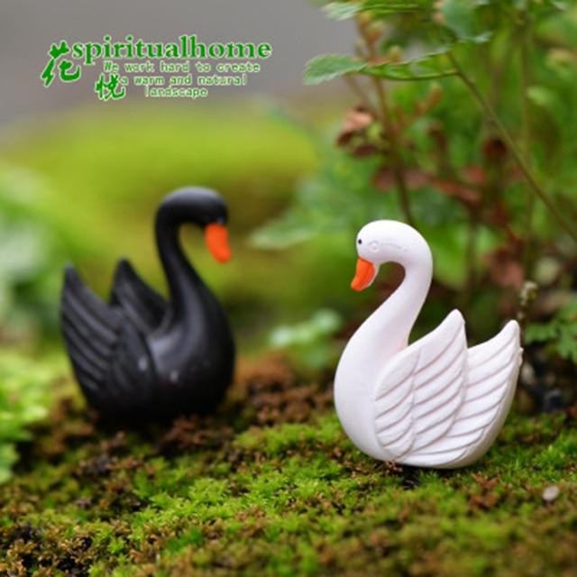 ZOCDOU 2 Pieces Swan Black White Cygnus goose Lake Model Statue Figurine Micro Crafts Ornament Miniatures DIY Home Garden Decor 2