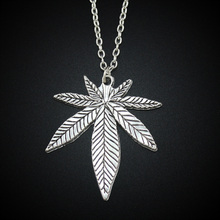 2017 New Women's Jewelry Vintage Silver Tone 1.3″X1.5″ Cool Maple Leaf Pendant Short Necklace Girls Gift 4406 Free Shipping