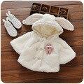 2016 новых осенью и зимой пальто Корейских детей новорожденных девочек дикий плюшевые уши кролика небольшой платок кардиган куртки бесплатная доставка