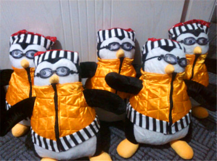 18 TV Serious Friends Joey s Friend HUGSY Plush PENGUIN Rachel Stuffed Doll NEW