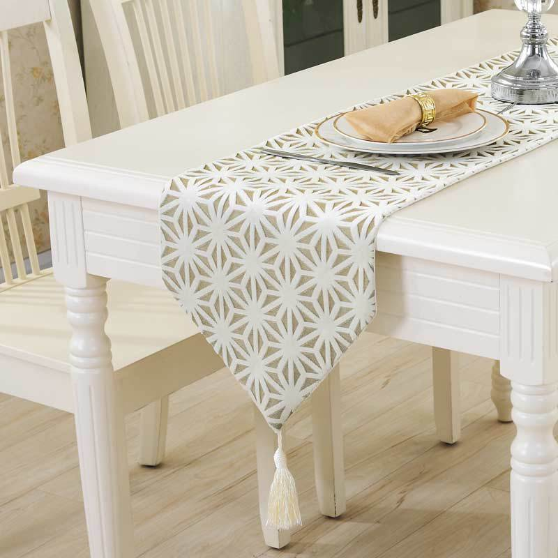 Modern table runner 3D Snowflake Design solid table runners for wedding side table bed decor runner home dinning table runner