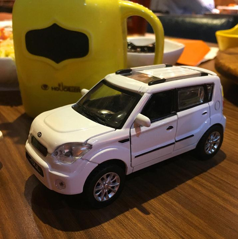 1:32 High Simulation Alloy Pull Back Model Car,KIA Soul SUV,4 Open The Door,music&flash,diecast Metal Toy Vehicle,free Shipping