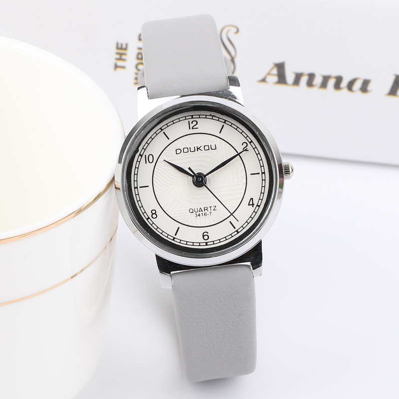 High Quality New Silver Women Watches 2018 Brand Luxury Round Fashion Popular Wristwatch Female Quartz Watch Women Dress Watch 2016 new price drop silicone watch women chain watch band high quality wristwatch personality digital diamonds quartz watch new