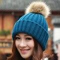 2016 nuevas Mujeres Primavera Invierno Sombreros Gorros Gorro de Punto de Ganchillo Sombrero de Piel de Conejo Pompones Oído Proteja Tapa Ocasional Chapéu Feminino