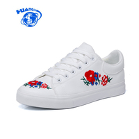 HUANQIU 2018 Floral Shoes For Women Chinese Vintage Style Female White Shoes Embroidery Flower Flat Heel