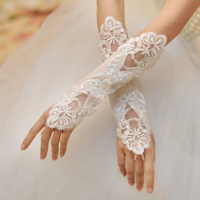 Goloves luvas do marfim Frisada Lace vestido de Noiva 2017 Com Anel Pulseira Atacado Luvas Sem Dedos de Ópera Luvas de Noiva Acessórios Do Casamento Em Estoque