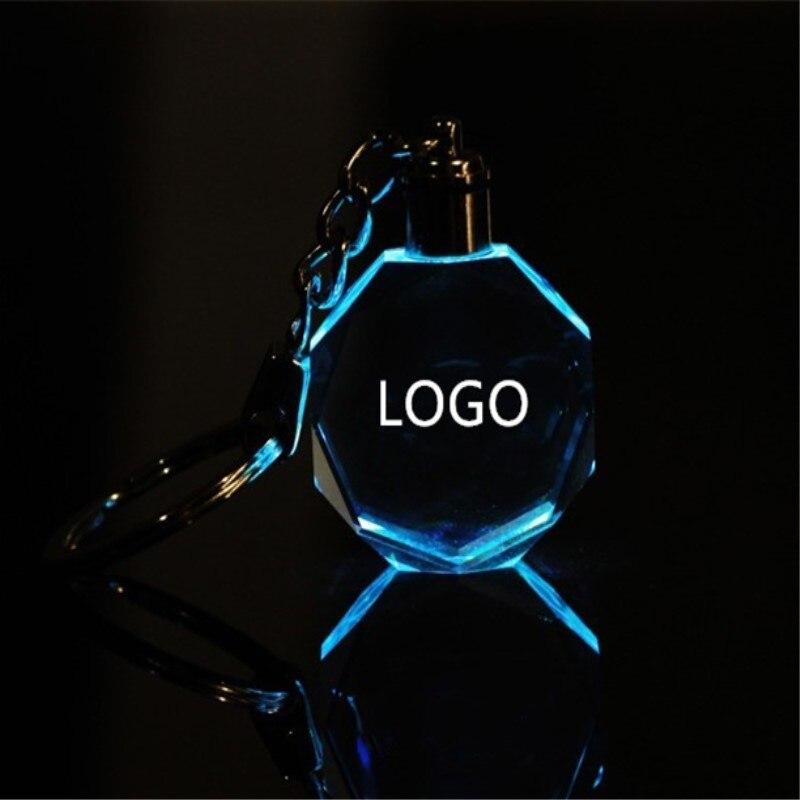 Přizpůsobené módní laserové gravírování LOGO Křišťálové přívěšky na klíče Osmiboké tvarované LED klíčové řetězec pro svatební dárky Xmas