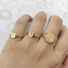 2503bd803e5a Lleno de oro geométrica cz anillo de las mujeres europeas señoras simple  delicada Luna estrella 2019 joyas envío anillo barato.