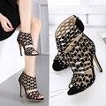 US5-9 Nova Moda Estilo das mulheres Stiletto Peep Toe Cut-Outs sandálias de salto alto Rebites senhoras celebridade sapatos de mulher bombas Preto