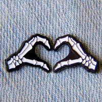 Cartoon Abzeichen Schädel Hand Herz Brosche Geste Pins Emaille Pin Schmuck Broschen für Frauen Icon Rucksack Tasche Denim Jacken Abzeichen