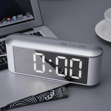Digitaal display Touch LED Spiegel Klok 3 standen Helderheid instelbaar met temperatuur C / F Alarm Snooze Nachtmodus Hoge kwaliteit