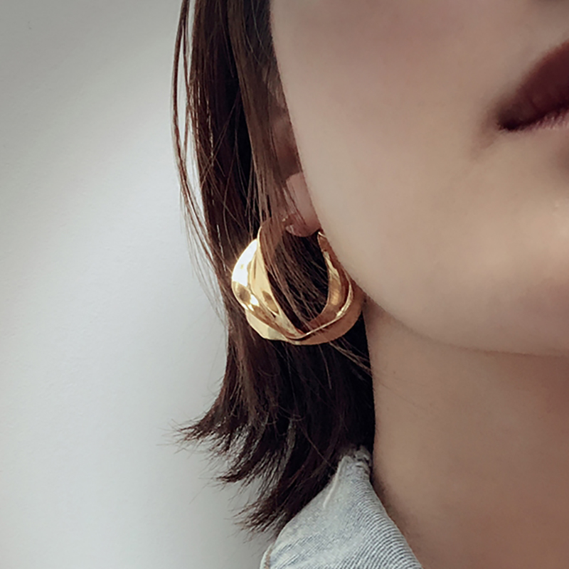 SRCOI Gold Color Twisted Hoop Earrings Minimalist Geometric Statment Big Round Circle Earrings For Women India Huggie Jewelry