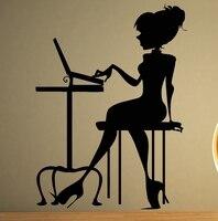 مثير فتاة سيدة فتاة اللعب الكمبيوتر المحمول جدارية الفن الفينيل الجدار صائق الجدار ملصق مكتب نوم مقهى نافذة الديكور المنزل