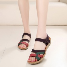 Mother sandals soft leather large size flat sandals summer casual comfortable non – slip in the elderly women 's shoes 35-40-41