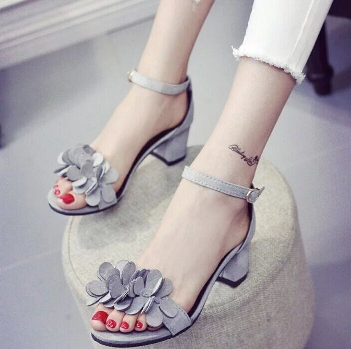 2017 Summer Women Medium Heel Sandals Summer Fashion Pumps Square Heel All Match Sexy Sandals all summer long