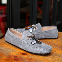 2019 Trendy Bee Men Shoes Breathable Leather Loafers Soft British Style Men Casual Shoes Walking Flats Lazy Driving Shoes Summer men shoes summer autumn new men casual shoes breathable doug shoes british lazy teenagers