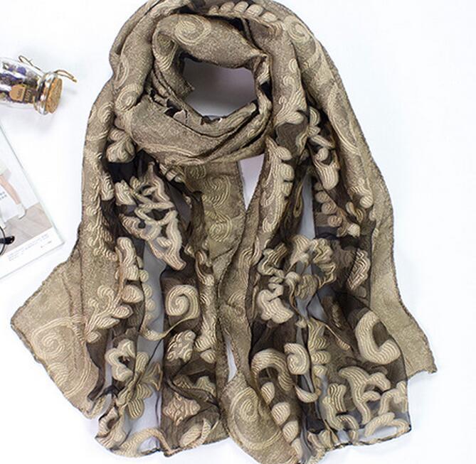 vasta selezione di a3949 1cbb7 US $39.61 5% di SCONTO|Organza di seta sciarpa scialle fiore fantasia  scavato foulard wrap 10 colori scialle 10 pz/lotto nave libera 175 cm X 70  cm-in ...